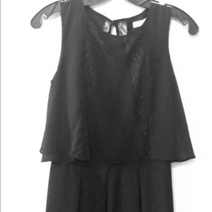 Black dress with details of lace